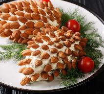 Imprezowa pasta serowa w kształcie szyszki sosnowej