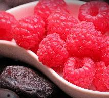 Gorąca czekolada z malinami - przepis na słodki deser