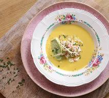 Krem z kalarepki, marchewki z musem awokado i wędzonym łososiem: przepis Agaty Wojdy