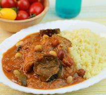 Kuskus z mięsem i warzywami - danie kuchni tunezyjskiej