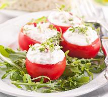 Pomidory z serkiem czosnkowym - przepis na pyszną przekąskę