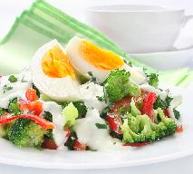 Sałatka z brokułów z jajkiem