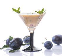 Suszone śliwki w kremie waniliowo-cynamonowym - przepis na słodki deser