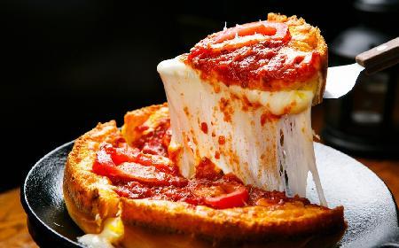 Pizza Chicago: jak zrobić deep dish pizza