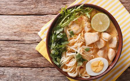 Zupa LAKSA – jak ją przyrządzić? [PROSTY PRZEPIS]