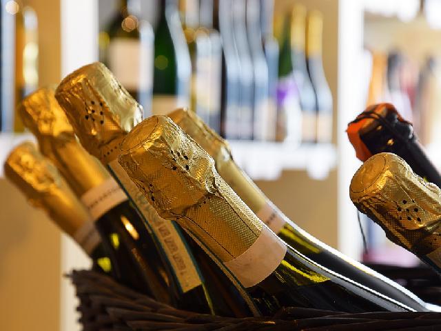 niemieckie wino musujące hugo