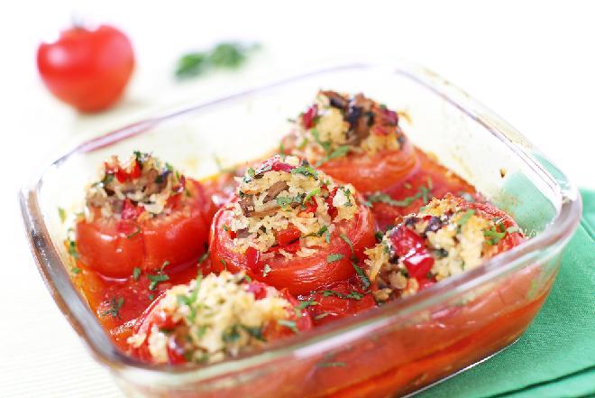 Pomidory nadziewane ryżem i grzybami - pyszne danie sezonowe