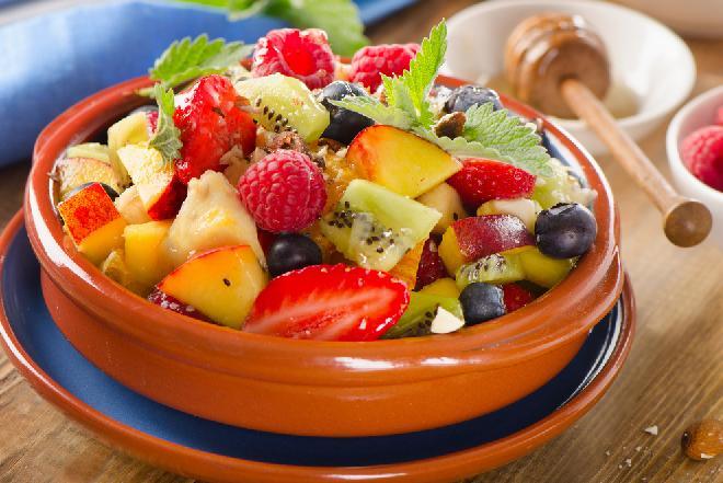 Sałatka owocowa z miodem - doskonała na wzmocnienie odporności