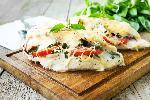 Pierś kurczaka faszerowana pomidorami, szpinakiem i mozzarelą [łatwy przepis]