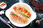 Filet z kurczaka a la hasselback z serem i pomidorami