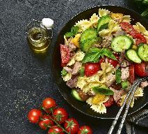 Sałatka makaronowa z tuńczykiem i suszonymi pomidorami
