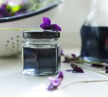 Syrop z fiołków: pachnący syrop fiołkowy do napoi i drinków