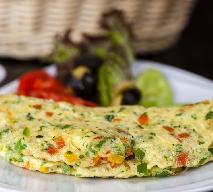 Przepyszny omlet ze świeżą papryką - idealny na śniadanie z przyjaciółmi