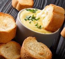 Sos serowo-piwny - idealny dodatek do grzanek, czipsów lub nachosów