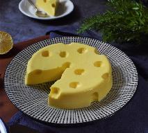 Obłędny sernik jak żółty ser z dziurami: przepis na deser jogurtowy z pulpą mango