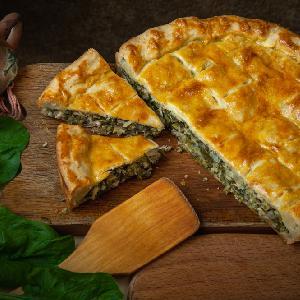 Ciasto francuskie ze szpinakiem: danie dla bardzo głodnych gości