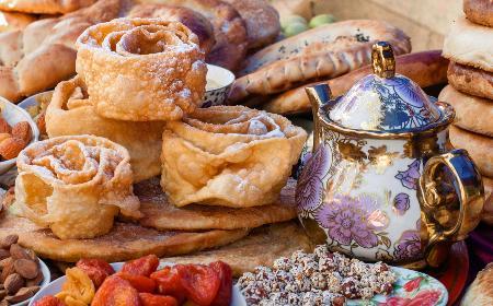 Tatarskie faworki rolowane: łatwy przepis na efektowny chrust