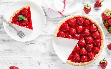 Lekka tarta z truskawkami: sprawdzony przepis na tartę truskawkową