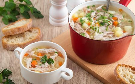 Jarzynowa z kurczakiem i ziemniakami: oszczędna zupa domowa