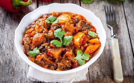 Gruziński gulasz mięsny z bakłażanem: sprytny patent na obfity obiad
