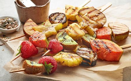 Owocowe szaszłyki z grilla - pyszny deser lub dodatek do mięs