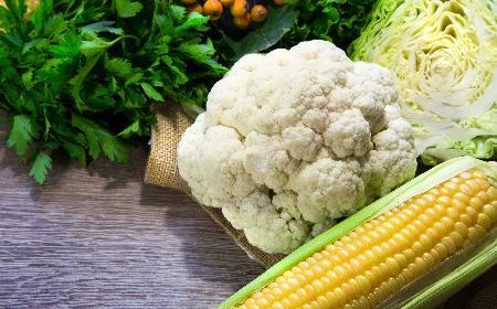 Sałatka z kalafiora i kukurydzy: podajemy dobry przepis