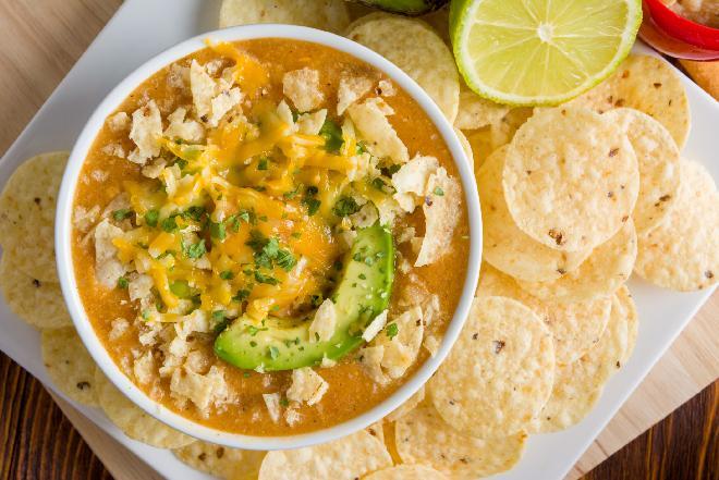 Meksykańska zupa z awokado: pikantna i zdrowa