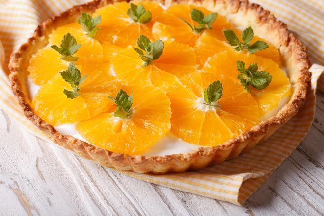 Tarta z kremem waniliowym i pomarańczami
