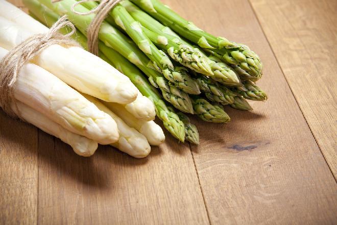 Szparagi - właściwości i wartości odżywcze białych i zielonych szparagów