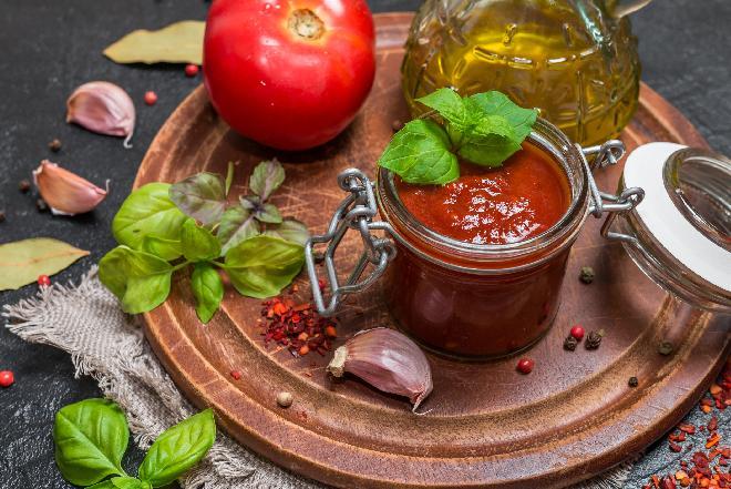 Sos pomidorowy do słoików - z pieczarkami i papryką