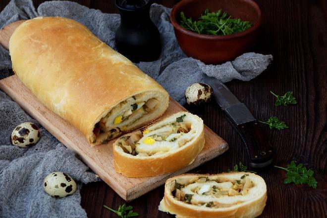Tradycyjny kulebiak do barszczu białego lub żuru - Wielkanoc prawosławna